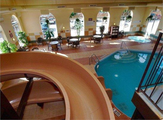 BEST WESTERN PLUS Pembina Inn & Suites: Pool/ Waterslide Area