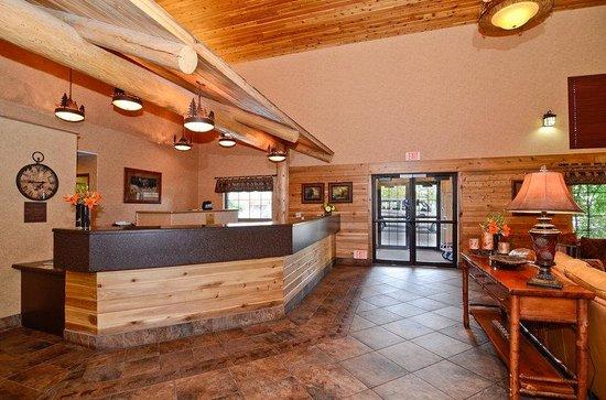Best Western Plus Kelly Inn & Suites: Reception Desk