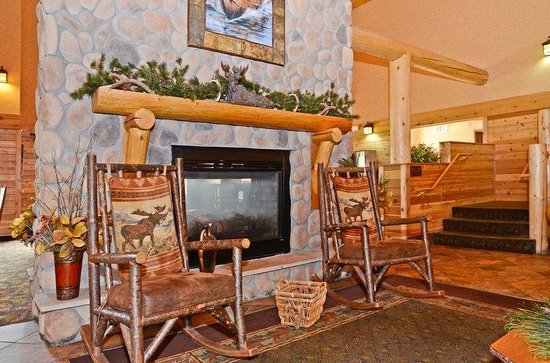 Best Western Plus Kelly Inn & Suites: Hotel Lobby with Fireplace