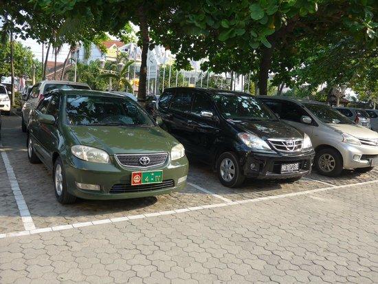 Grand Quality (GQ) Yogyakarta : 玄関前