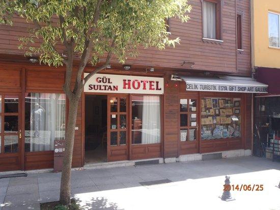 Gul Sultan Hotel: Main street