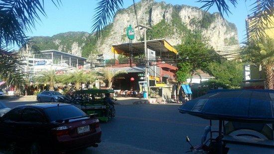 Ao Nang Walking Street: Mountain everywhere