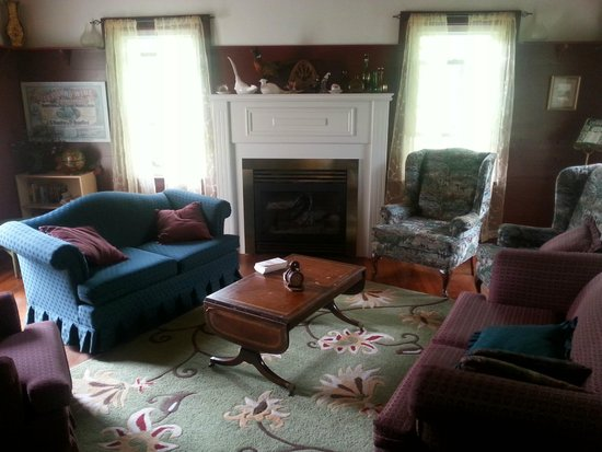 """The Wandering Pheasant Inn: The famous parlor.  """"Clue"""" anyone?"""