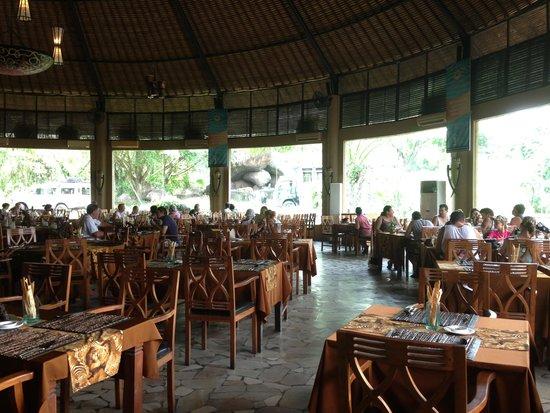 Mara River Safari Lodge: Tsavo Lion Restaurant
