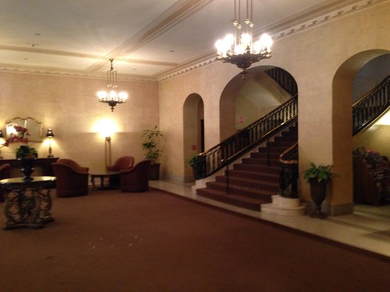 The Boston Common Hotel and Conference Center : Elegant old-world lobby