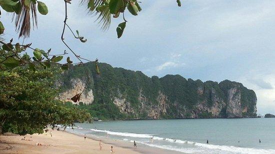 Ao Nang Walking Street: Beauty Ao Nang Beach right beside of the walking street