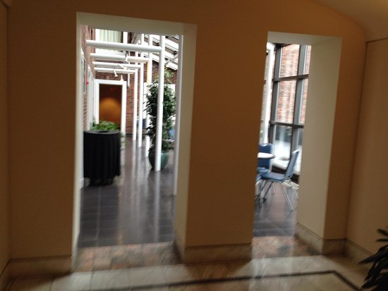 The Boston Common Hotel and Conference Center : Sunroom for complimentary breakfast