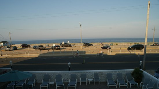 Charlroy Motel : View from in front of ocean view rooms with two queen beds