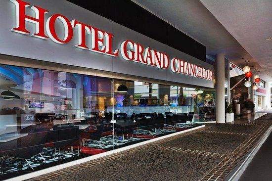 Hotel Grand Chancellor Surfers Paradise: Exterior