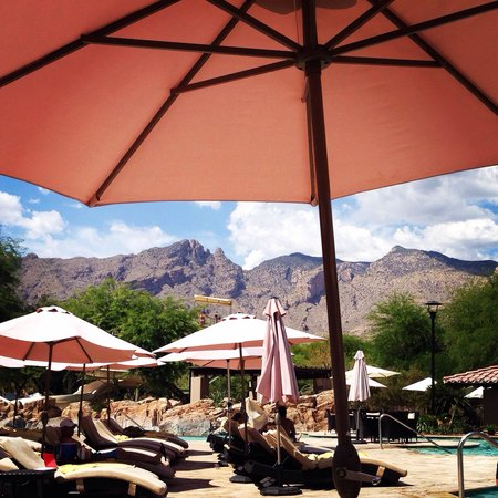 Westin La Paloma Resort and Spa: Gorgeous views and lovely salt-water pools.