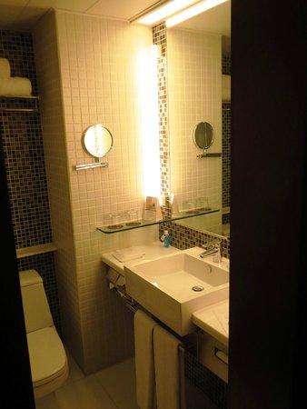 Novotel Century Hong Kong : Bathroom - sink/vanity