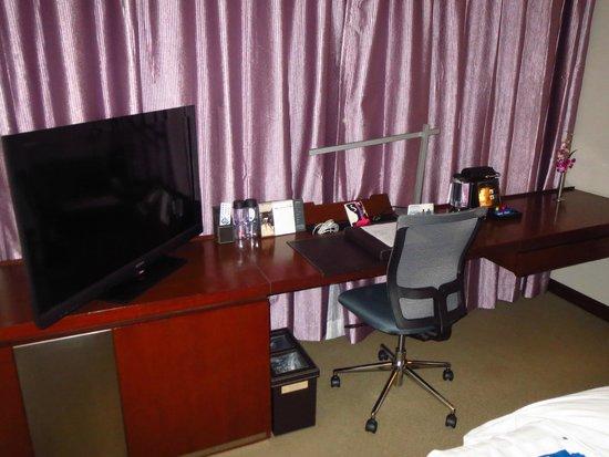 Novotel Century Hong Kong : Work desk, chair, TV, and mini bar