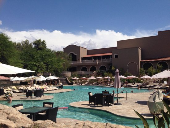 Westin La Paloma Resort and Spa: One of the many salt water pools.