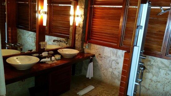 Jade Mountain Resort: Bathroom