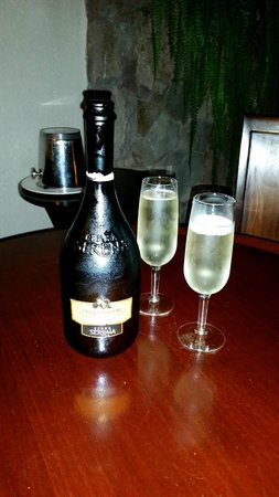 Jade Mountain Resort : Champagne on arrival!