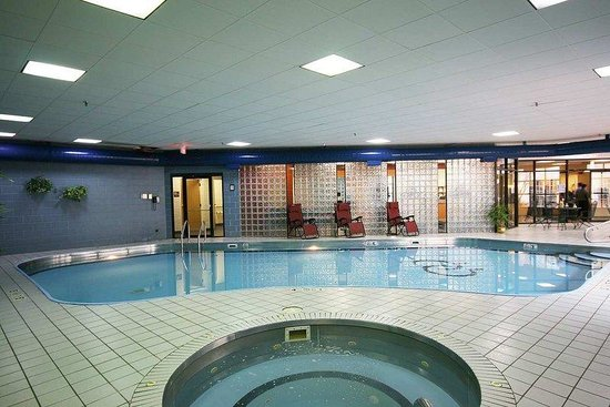 Doubletree By Hilton Bloomington: Pool