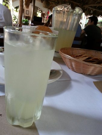 Kinich  El Sabor de Izamal: Pedi agua de lima por que no me gusta la limonada y me trajeron limonada :(