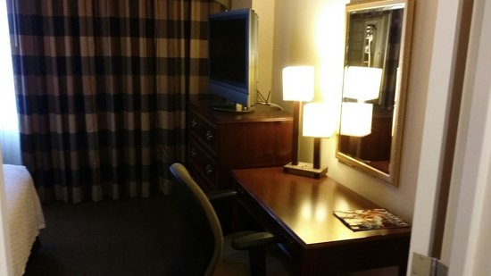 Embassy Suites by Hilton Baltimore BWI - Washington Intl. Airport: Desk area