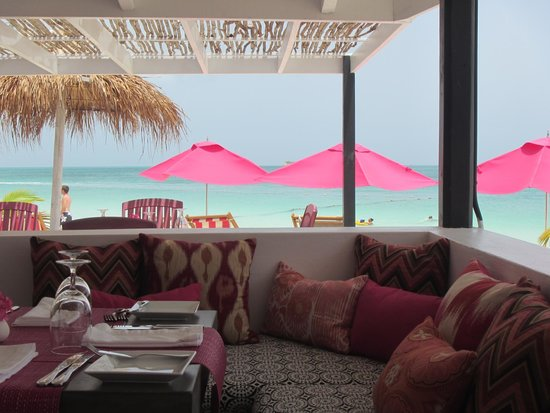 Ana's On the Beach : Amazing contrast of turquoise and pink