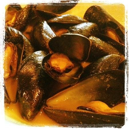 Alexandria, MN : mussels in white wine butter sauce