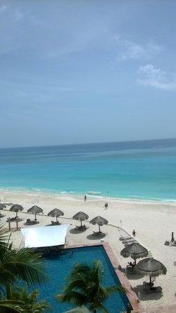 The Westin Resort & Spa Cancun: Vista de la playa desde el 4° piso del Westinresort