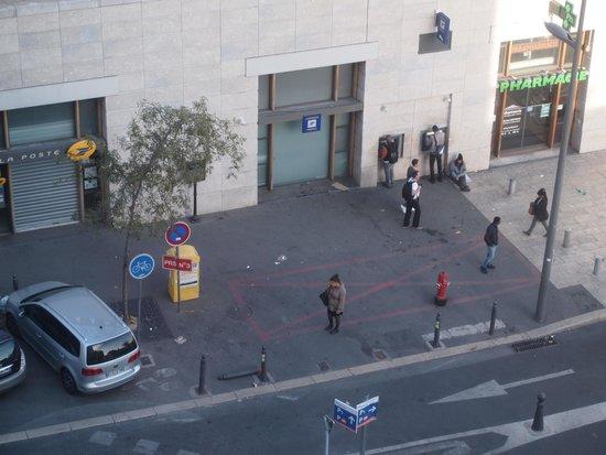 Holiday Inn Express Marseille-Saint Charles : 室内からの風景
