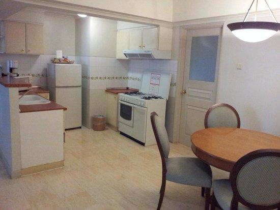 Hotel Aryaduta Semanggi: المطبخ