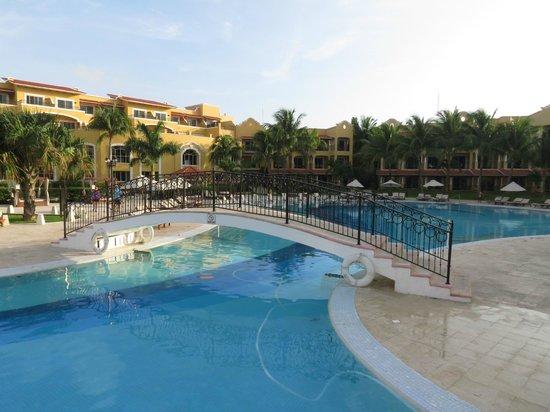 Secrets Capri Riviera Cancun: pool