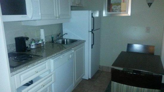Hampton Inn & Suites Miami-Doral/Dolphin Mall: kitchen