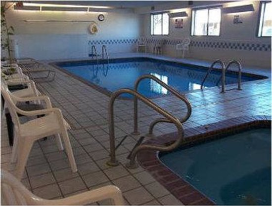 Baymont Inn & Suites Salina: Pool