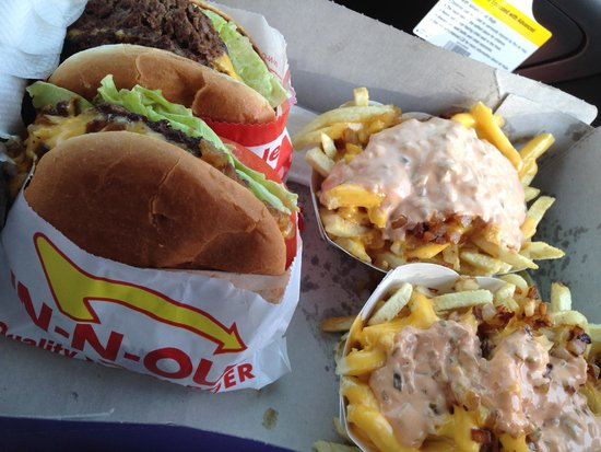 In-N-Out Burger : Cheeseburger, Double Cheeseburger and 2 order of Fries