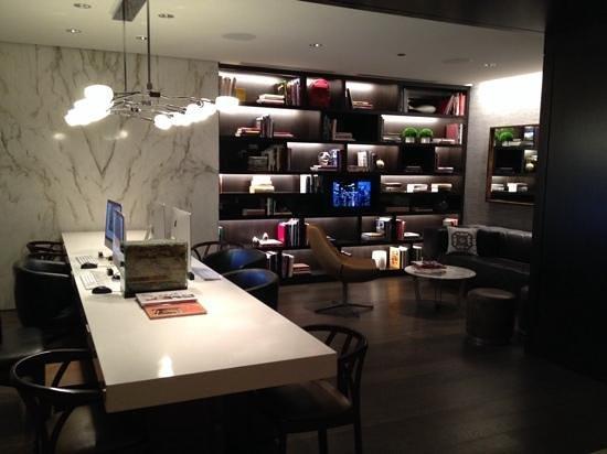 Hyatt Chicago Magnificent Mile: Internet free zone...cozy!