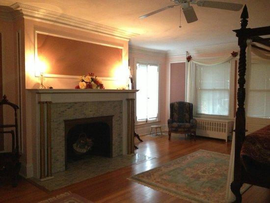 Idlwilde Inn : Master Suite Bedroom (Room 6)