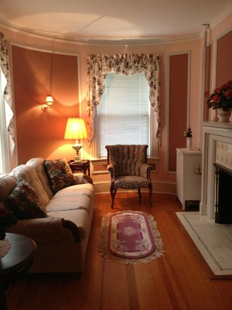 Idlwilde Inn: Master Suite, sitting room (Room 6)