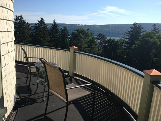 Idlwilde Inn: Balcony, Room 6, Great view for 4th of July fireworks!