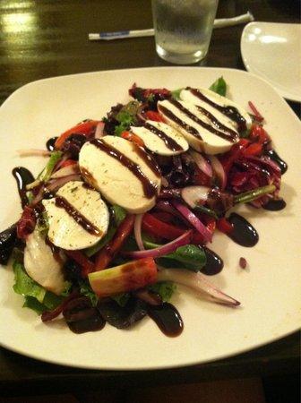 Sorrento Pizzeria and Italian Restaurant : Amazing salad with fresh motzarella