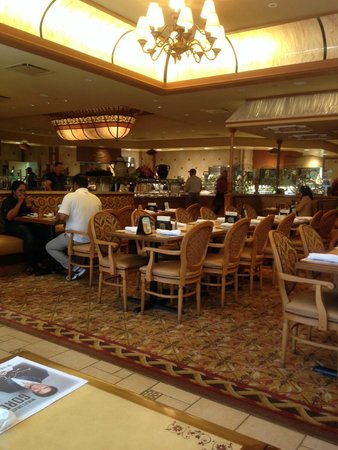 Golden Nugget Buffet : Dining Room View from Window Table