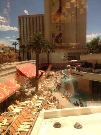 Golden Nugget Buffet : Pool View