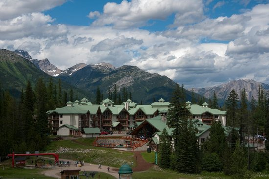 Lizard Creek Lodge : view from alpine village