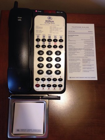 Hilton San Diego Resort & Spa: Phone note pad and extension numbers