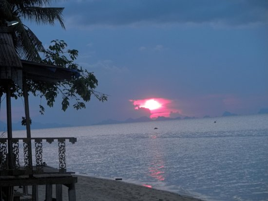 Armando's Beach Restaurant: Sunset view