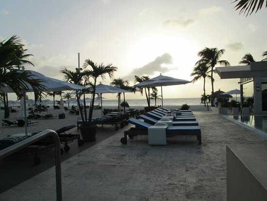 Elements Restaurant - Adults Only: Immaculate pool area...