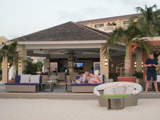 Elements Restaurant - Adults Only: Lounges available for pre-dinner libations...