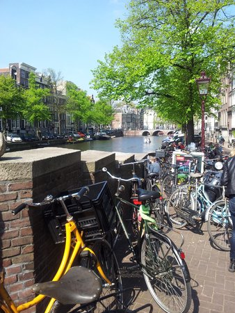 Amsterdam Marriott Hotel: Bikes, bikes everywhere!