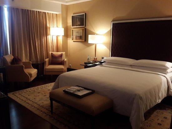 The Leela Palace Chennai: The Inviting Bed