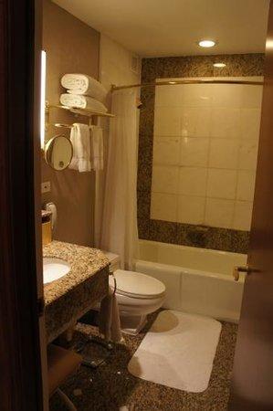 Lotte New York Palace: Bathroom