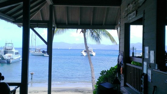 Cooper Island Beach Club Restaurant: anchor you boat and enjoy the open air seating