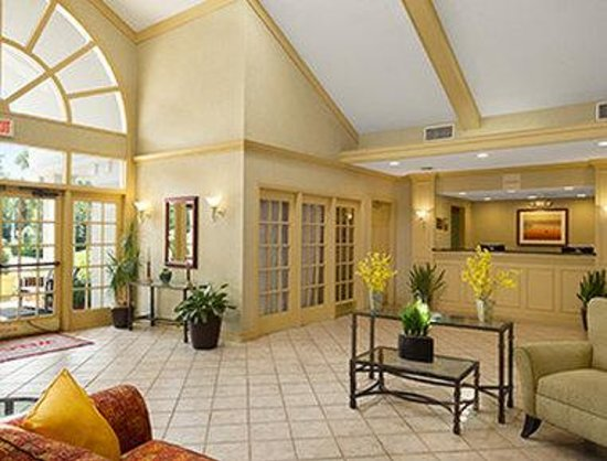 Hawthorn Suites By Wyndham Jacksonville: Lobby - Front Desk