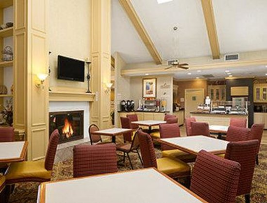 Hawthorn Suites By Wyndham Jacksonville: Breakfast- Dining Area