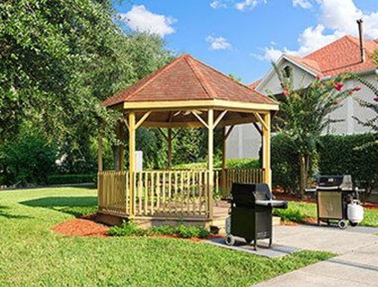 Hawthorn Suites By Wyndham Jacksonville: Gazebo Area